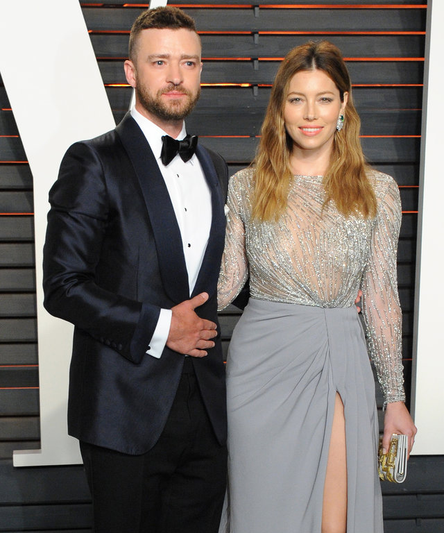 BEVERLY HILLS, CA - FEBRUARY 28:  Recording artist Justin Timberlake (L) and actress Jessica Biel attend the 2016 Vanity Fair Oscar Party hosted By Graydon Carter at Wallis Annenberg Center for the Performing Arts on February 28, 2016 in Beverly Hills, CA