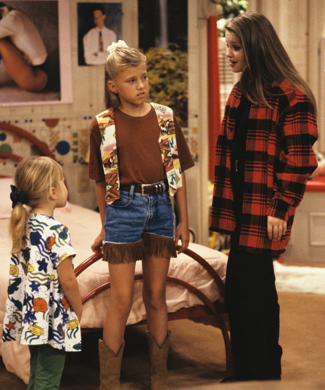 """UNITED STATES - DECEMBER 01:  FULL HOUSE - """"I'm Not D.J."""" - Season Six - 12/1/92, Michelle (Mary Kate/Ashley Olsen, left) and D.J. (Candace Cameron, right) helped Stephanie (Jodie Sweetin) after her ears became infected from Kimmy's piercing."""