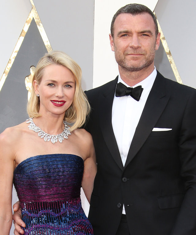 HOLLYWOOD, CA - FEBRUARY 28: (L-R) Actors Naomi Watts and Liev Schreiber attend the 88th Annual Academy Awards at Hollywood & Highland Center on February 28, 2016 in Hollywood, California. (Photo by Dan MacMedan/WireImage)