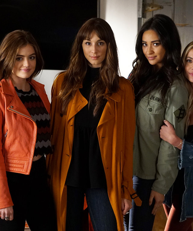 f2cd53ae84f2 6 Things to Know Before You Watch Tonight's Pretty Little Liars Finale. By  Courtney Higgs