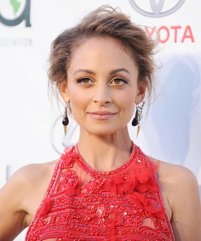 Nicole Richie Stuns in Red to Host the 2016 Environmental Media Awards