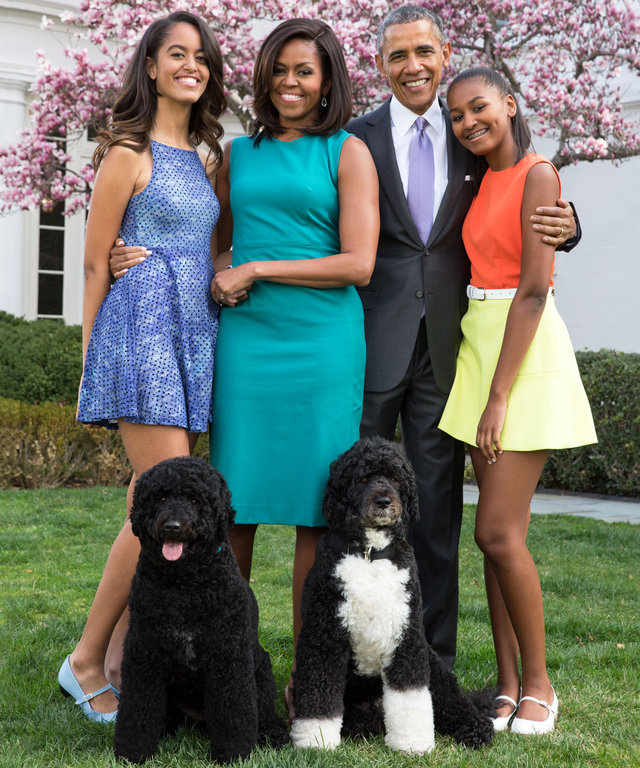 WASHINGTON, DC - APRIL 05: U.S. President Barack Obama, First Lady Michelle Obama, and daughters Malia (L) and Sasha (R) pose for a family portrait with their pets Bo and Sunny in the Rose Garden of the White House on Easter Sunday, April 5, 2015