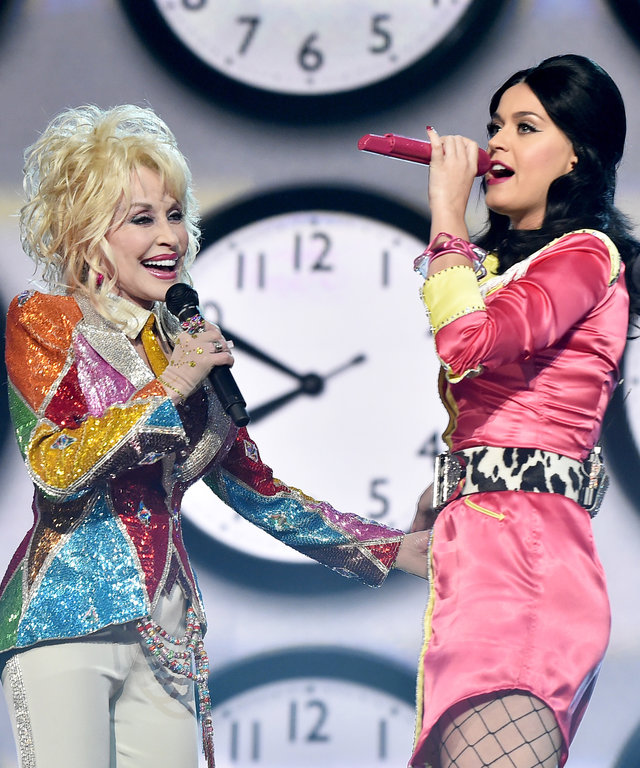 LAS VEGAS, NEVADA - APRIL 03:  Recording artists Dolly Parton (L) and  Katy Perry perform onstage during the 51st Academy of Country Music Awards at MGM Grand Garden Arena on April 3, 2016 in Las Vegas, Nevada.  (Photo by Kevin Winter/ACM2016/Getty Images