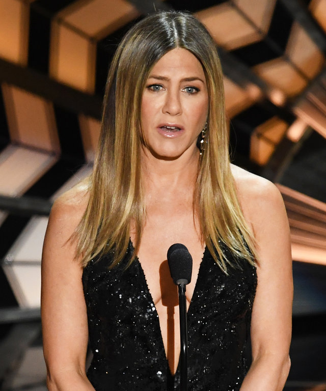 Jennifer Aniston Chokes Up While Presenting In Memoriam Tribute
