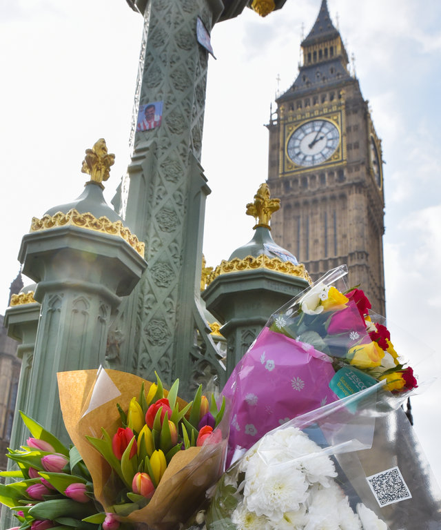 LONDON, UNITED KINGDOM - MARCH 24: Flowers left after the Westminster terror attack on March 24, 2017 on London, England.  PHOTOGRAPH BY Matthew Chattle / Barcroft Images   London-T:+44 207 033 1031 E:hello@barcroftmedia.com - New York-T:+1 212 796 2458 E