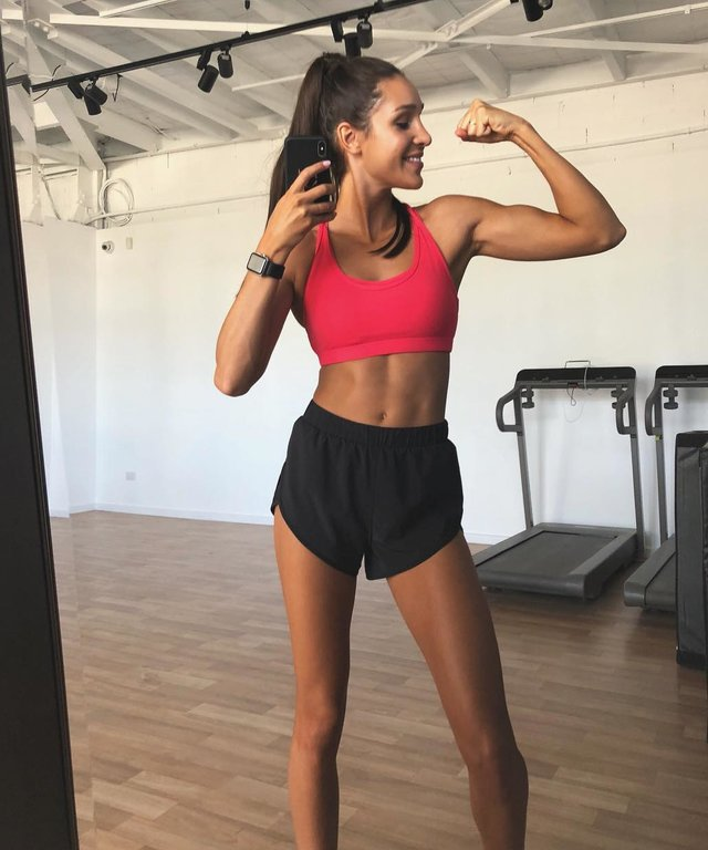 Kayla Itsines - Lead