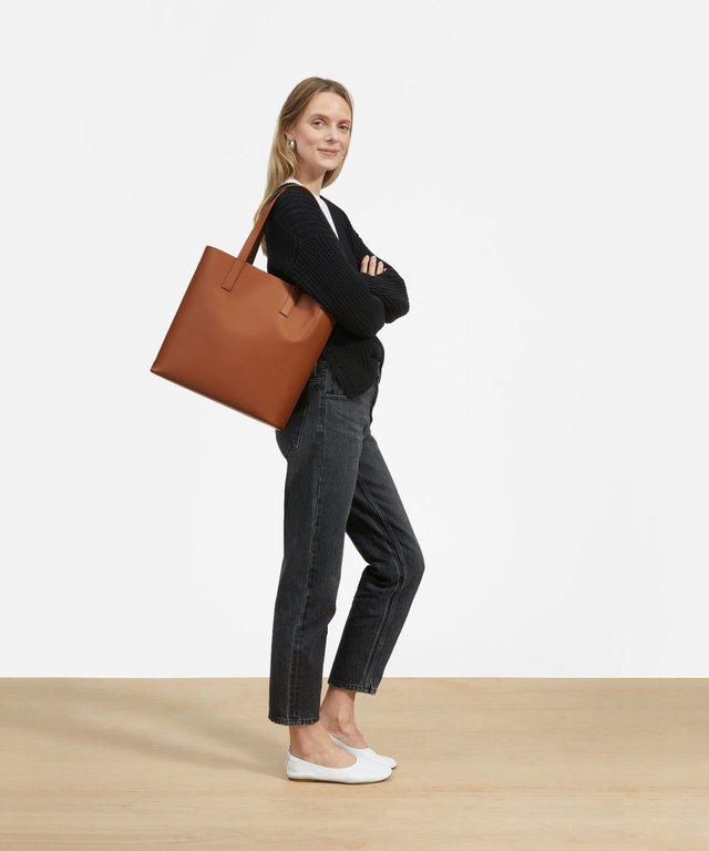 5d67fa21a67 Everlane Just Totally Redesigned Meghan Markle s Go-To Tote