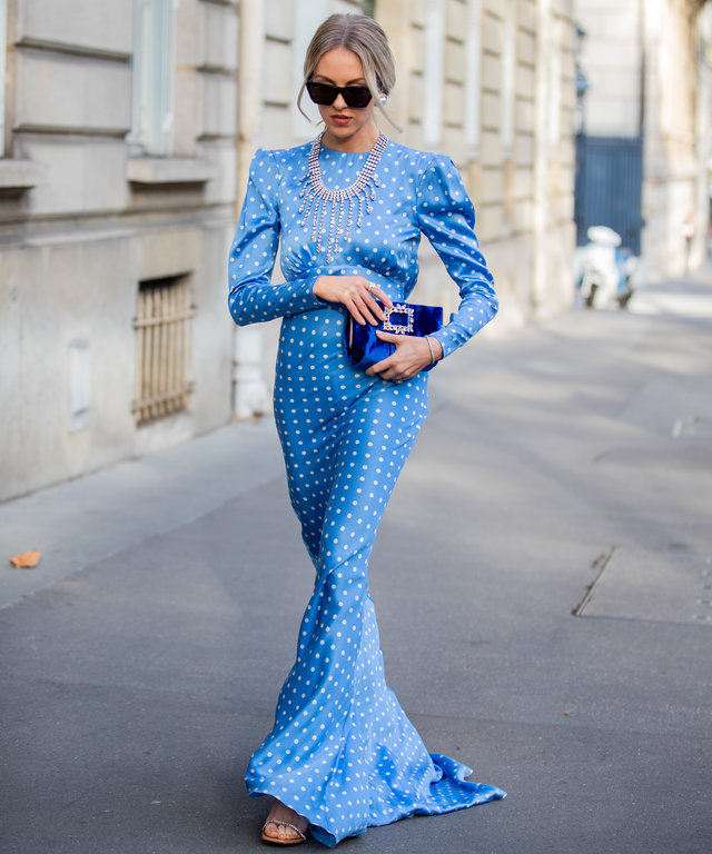 Printed blue maxi dress street style