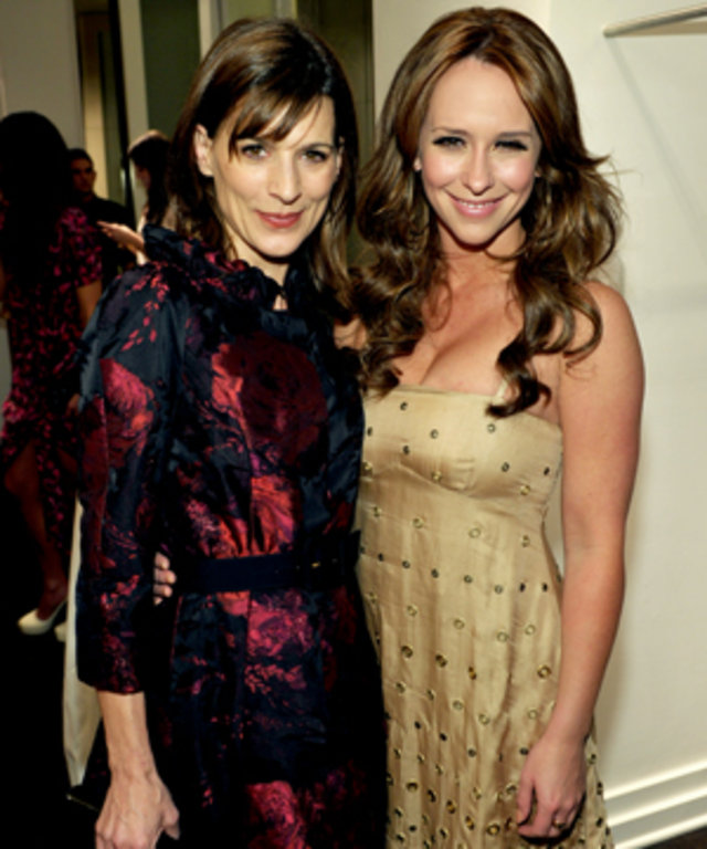 Perrey Reeves and Jennifer Love Hewitt