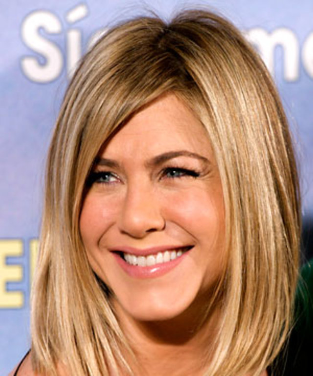 Try On Jennifer Anistons New Bob Haircut Now Instyle