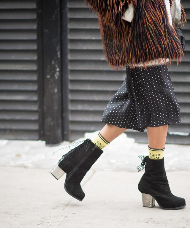 Street style sock and shoe pairing