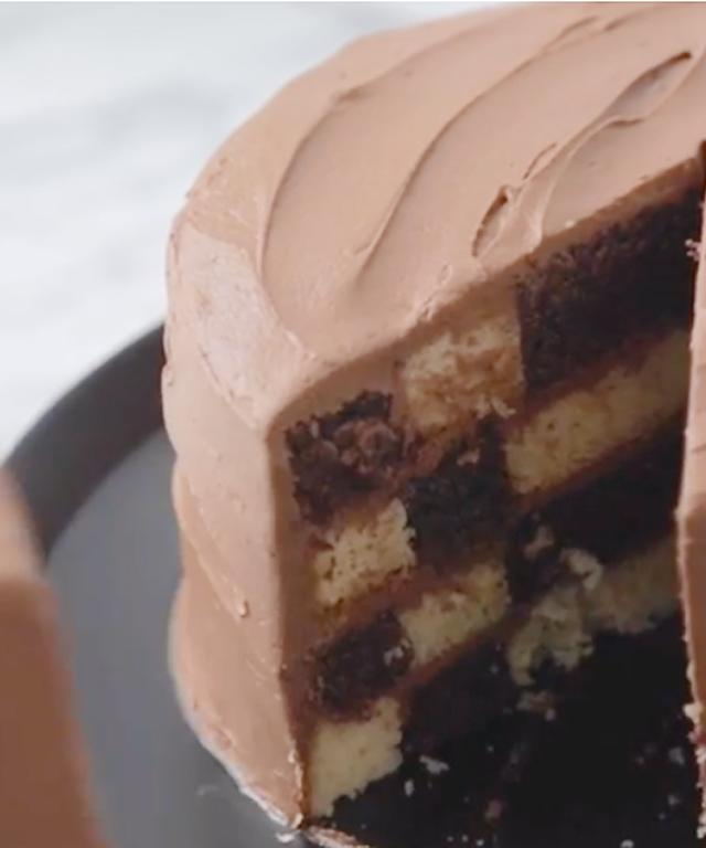 How to Build Your Own Checkerboard Cake
