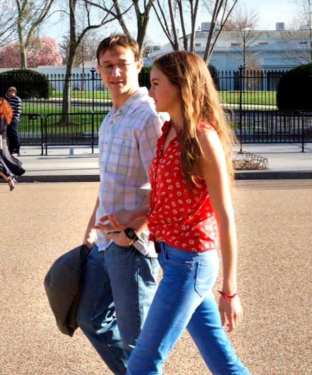 Shailene Woodley and Joseph Gordon-Levitt in Snowden