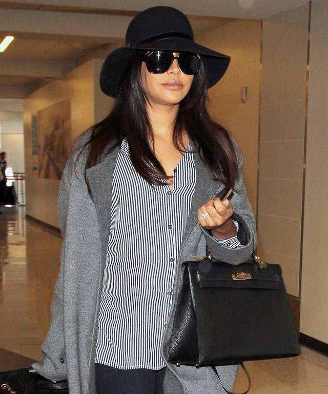 Naya Rivera looking fabulous at LAX