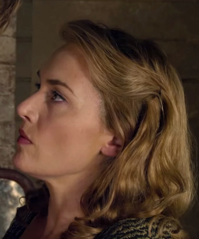 Kate Winslet and Liam Hemsworth in 'The Dressmaker'