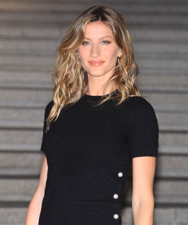 Gisele Bundchen arrives the Chanel 2015/16 Cruise Collection show on May 4, 2015 in Seoul, South Korea.