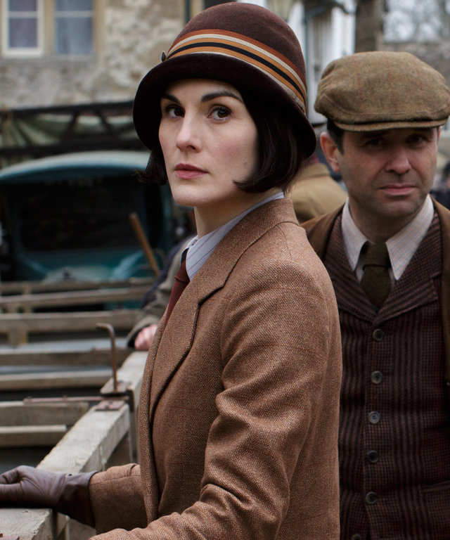 Michelle Dockery as Lady Mary and Andrew Scarborough as Mr. Drewe