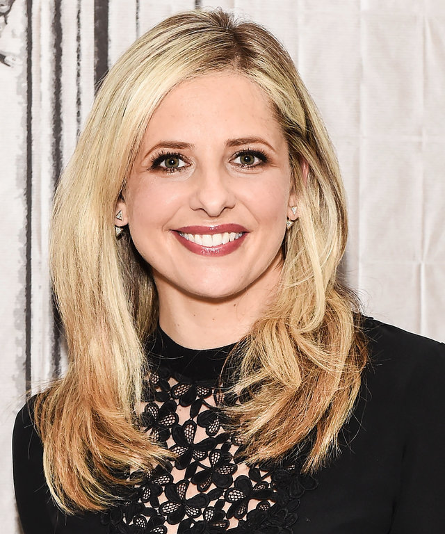 Actress Sarah Michelle Gellar attends AOL Build to discuss her new company 'Foodstirs' at AOL Studios on December 17, 2015 in New York City.