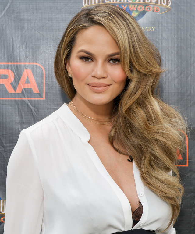 Chrissy Teigen visits 'Extra' at Universal Studios Hollywood on March 11, 2016 in Universal City, California.