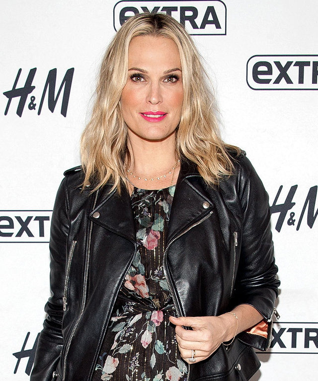 Molly Sims visits 'Extra' at their New York studios at H&M in Times Square on March 15, 2016 in New York City.