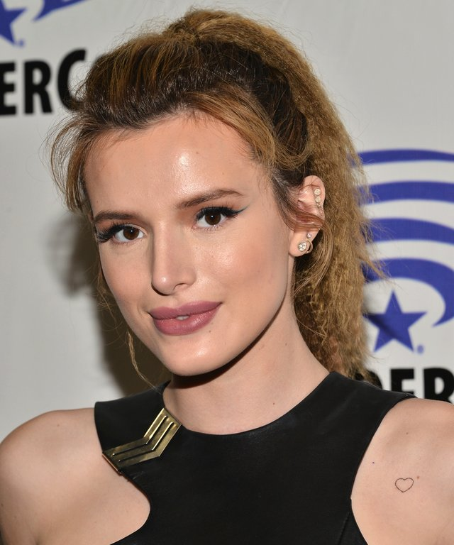 """LOS ANGELES, CA - MARCH 25:  Bella Thorne attends the """"Ratchet and Clank"""" panel at WonderCon 2016 at Los Angeles Convention Center at WonderCon 2016 on March 25, 2016 in Los Angeles, California.  (Photo by Araya Diaz/WireImage)"""