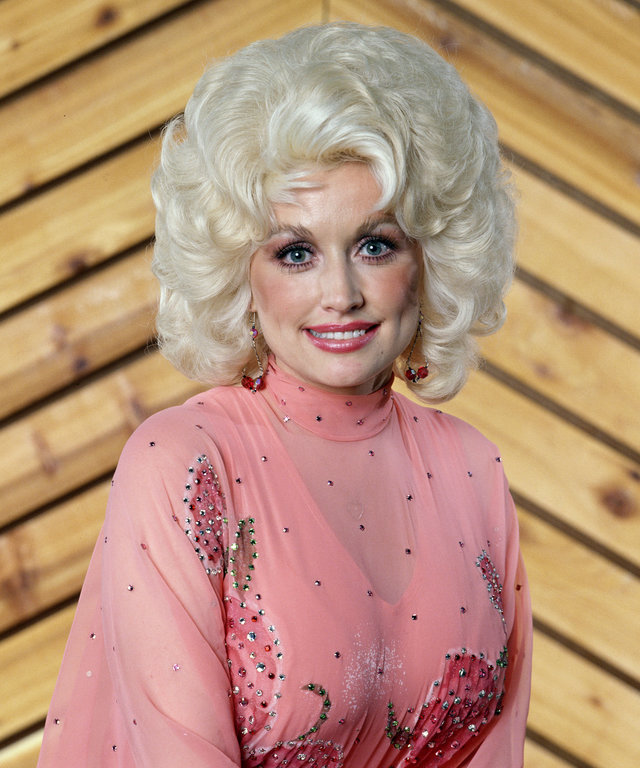 Promorional portrait of American musician and actress Dolly Parton, 1978. (Photo by CBS Photo Archive/Getty Images)