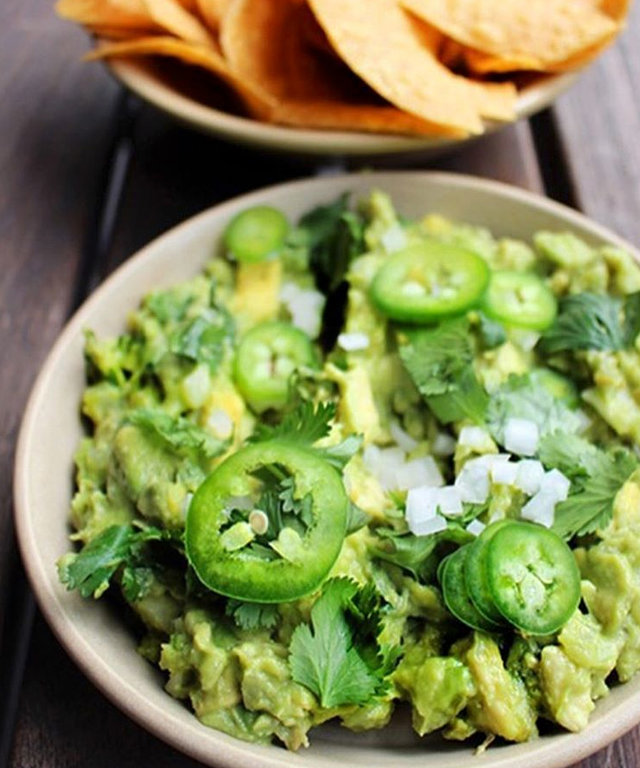 How to Make the Most Addictive Guacamole EVER