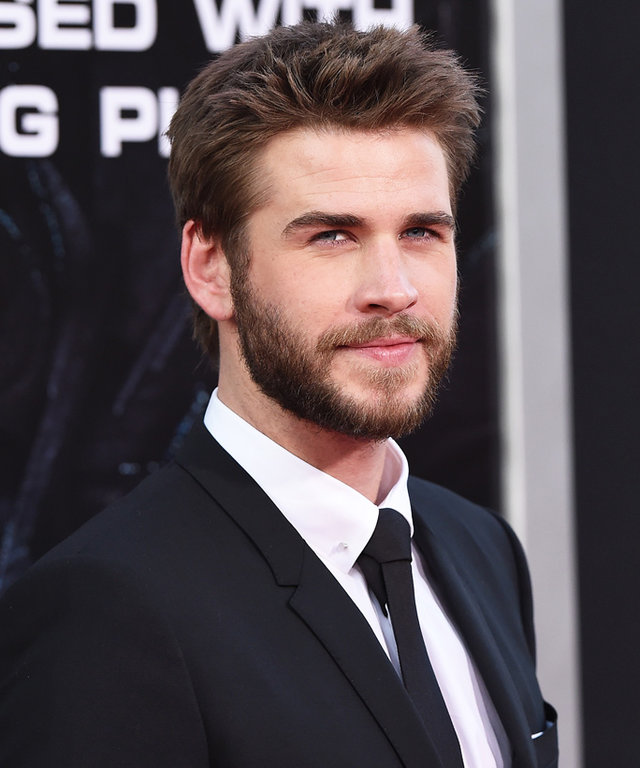 HOLLYWOOD, CA - JUNE 20:  Actor Liam Hemsworth arrives at the premiere of 20th Century Fox's 'Independence Day: Resurgence' at TCL Chinese Theatre on June 20, 2016 in Hollywood, California.  (Photo by Axelle/Bauer-Griffin/FilmMagic)