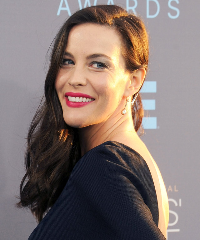 SANTA MONICA, CA - JANUARY 17: Actress Liv Tyler arrives at the 21st Annual Critics' Choice Awards at Barker Hangar on January 17, 2016 in Santa Monica, California.  (Photo by Gregg DeGuire/WireImage)