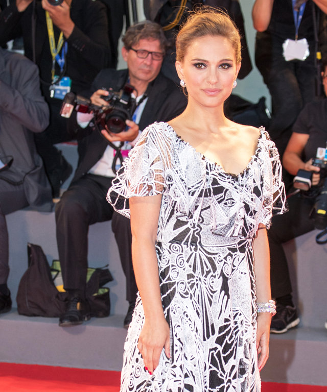 VENICE, ITALY - SEPTEMBER 07: Natalie Portman attends the premiere of 'Jackie' during the 73rd Venice Film Festival at Sala Grande on September 7, 2016 in Venice, Italy. (Photo by Luca Teuchmann/WireImage)