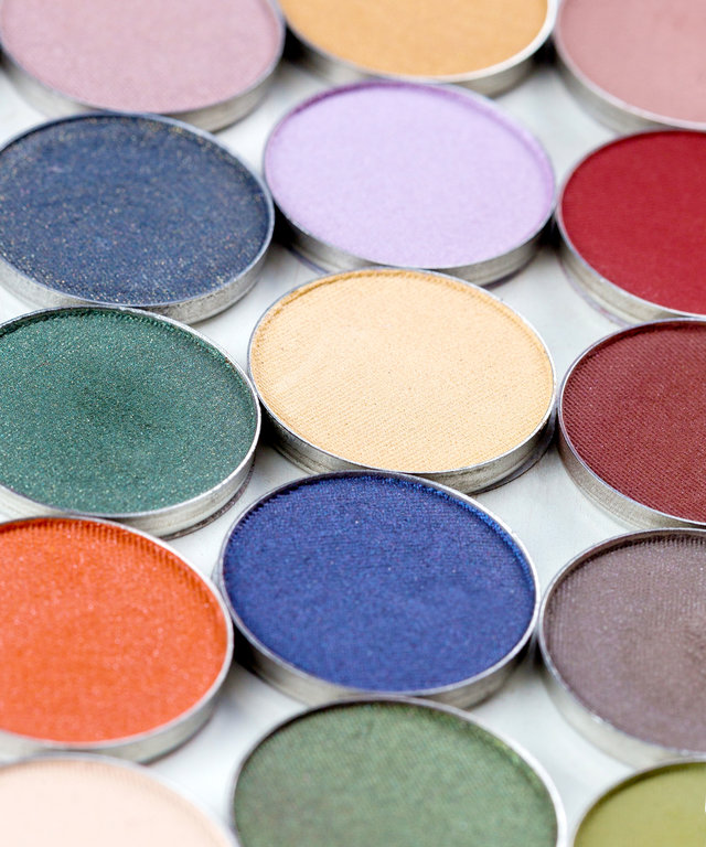 Yep, You Can DIY Your Own Palette With an Old Gift Card Tin