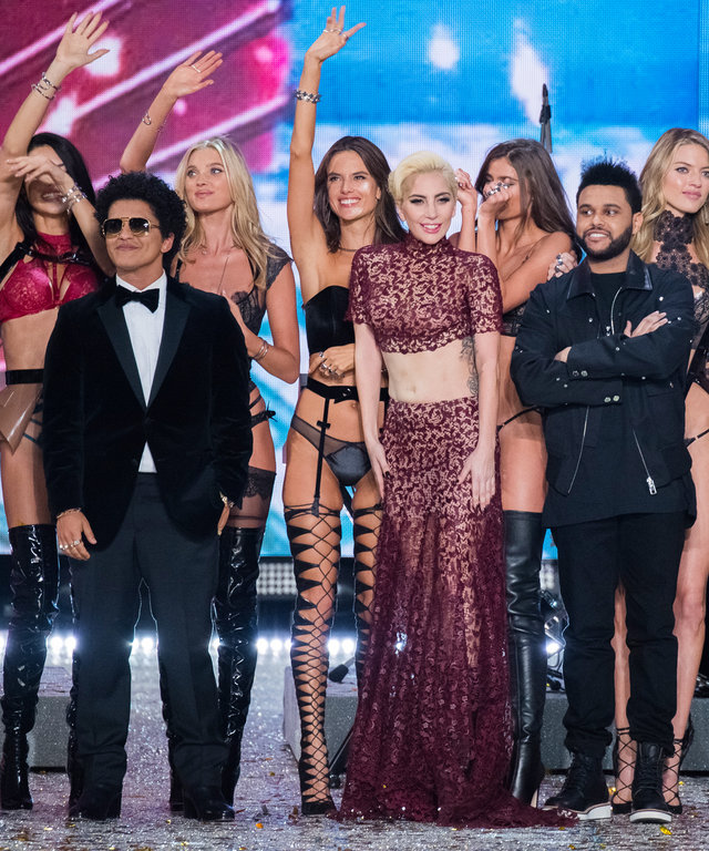 6 Behind-the-Scenes Moments You Missed from the 2016 Victoria's Secret Fashion Show