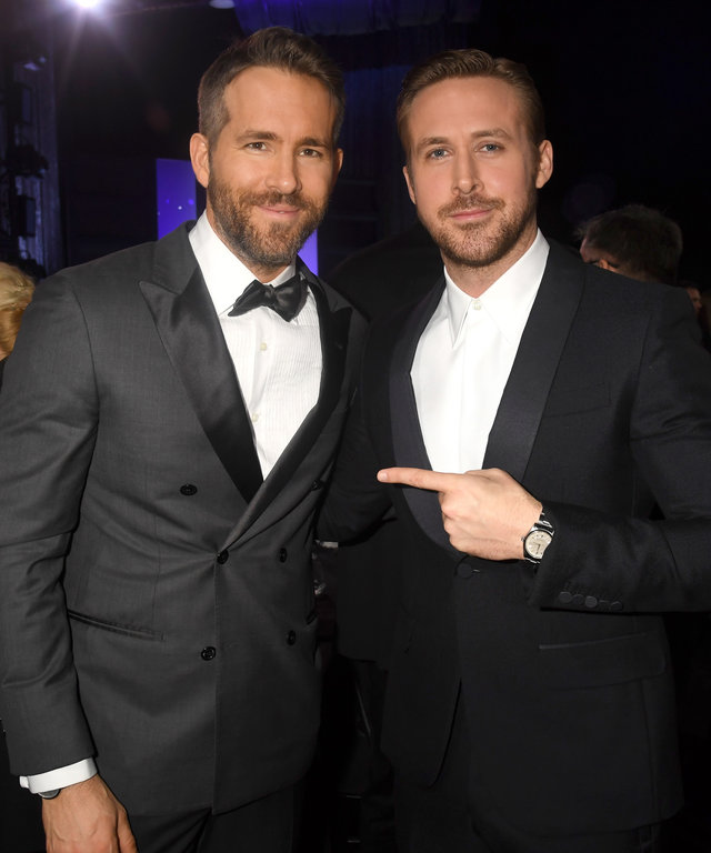 Actors Ryan Reynolds (L) attend Ryan Gosling attend The 22nd Annual Critics' Choice Awards at Barker Hangar on December 11, 2016 in Santa Monica, California.