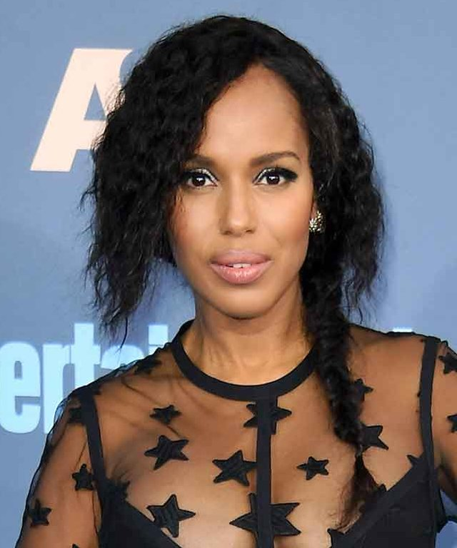 SANTA MONICA, CA - DECEMBER 11:  Actress Kerry Washington attends The 22nd Annual Critics' Choice Awards at Barker Hangar on December 11, 2016 in Santa Monica, California.  (Photo by Steve Granitz/WireImage)