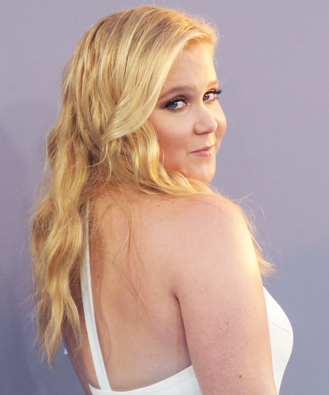SANTA MONICA, CA - JANUARY 17:  Actress Amy Schumer arrives at the 21st Annual Critics' Choice Awards at Barker Hangar on January 17, 2016 in Santa Monica, California.  (Photo by Gregg DeGuire/WireImage)