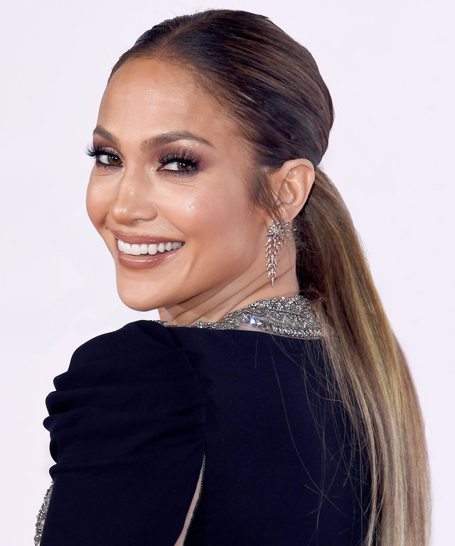 Here's How You Can Master Jennifer Lopez's Bronze Smoky Eye and Nude Lip
