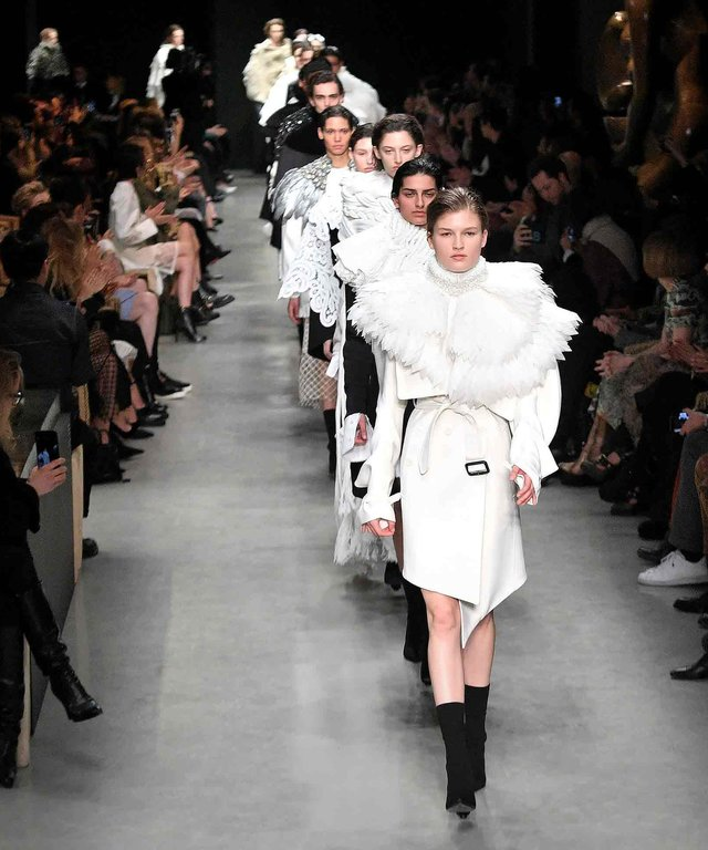 See Every Look from Burberry's Art-Inspired Runway Collection
