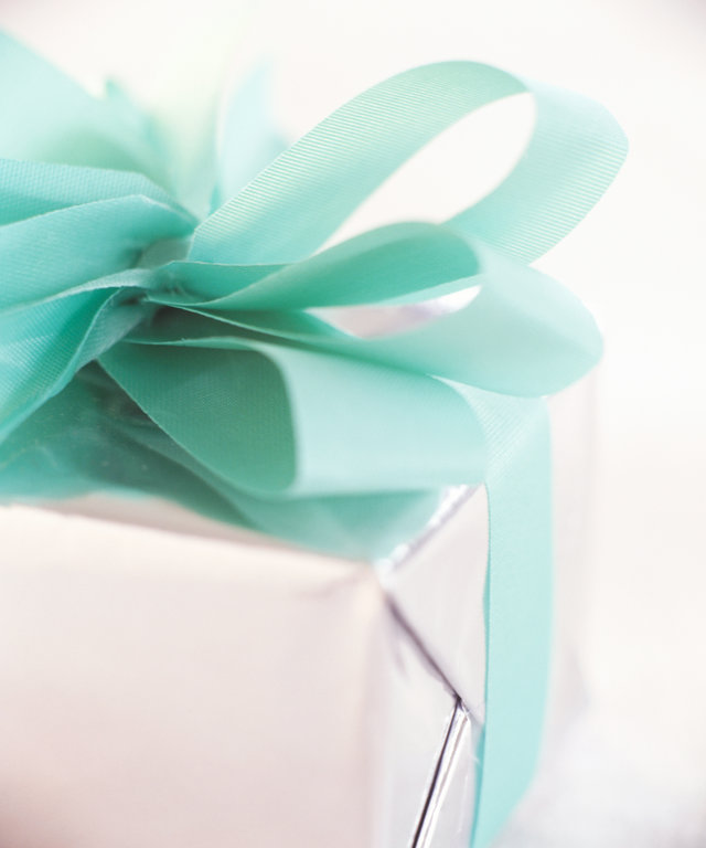 Here's How Much You Should Spend on a Wedding Gift as a Guest