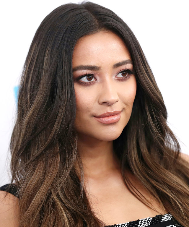 81c24aecdd72 Shay Mitchell Just Got the Perfect Hair Color for Summer