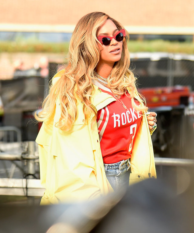 PHILADELPHIA, PA - SEPTEMBER 03:  Beyonce walks backstage during the 2017 Budweiser Made in America festival - Day 2 at Benjamin Franklin Parkway on September 3, 2017 in Philadelphia, Pennsylvania.  (Photo by Kevin Mazur/Getty Images for Anheuser-Busch)