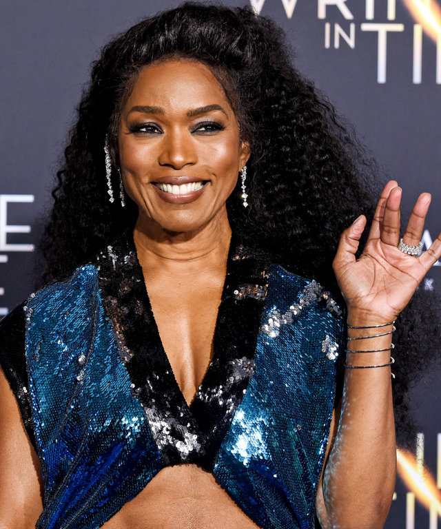 Angela Bassett Wrinkle in Time