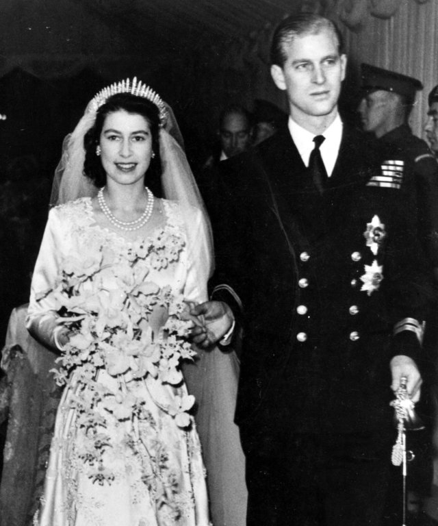 Queen Elizabeth wedding lead