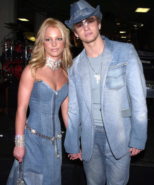 Britney Justin jeans lead