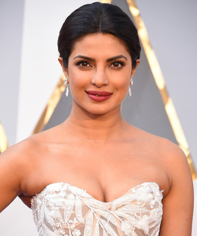 Priyanka Chopra wedding look placeholder lead
