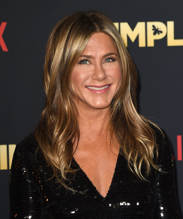 LOS ANGELES, CA - DECEMBER 06:  Jennifer Aniston arrives at the premiere of Netflix's  Dumplin'  at the Chinese Theater on December 6, 2018 in Los Angeles, California.  (Photo by Kevin Winter/Getty Images)