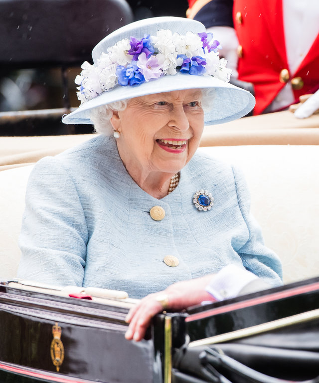 ASCOT, ENGLAND - JUNE 19: Queen Elizabeth II arrives by carriage on  day two of Royal Ascot at Ascot Racecourse on June 19, 2019 in Ascot, England. (Photo by Samir Hussein/WireImage)