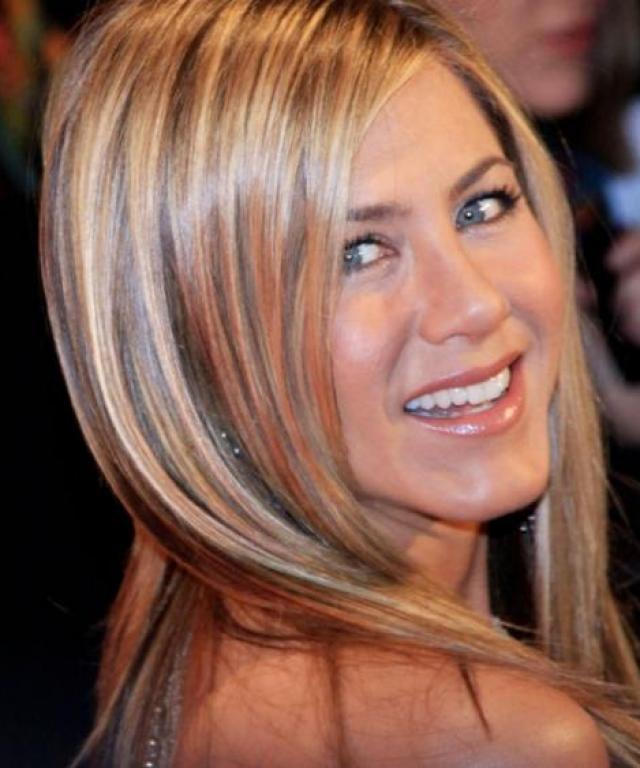 VIDEO: How to Get Jennifer Aniston's Signature Blowout