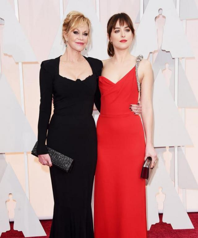 Oscars: Mother-Daughter Moment