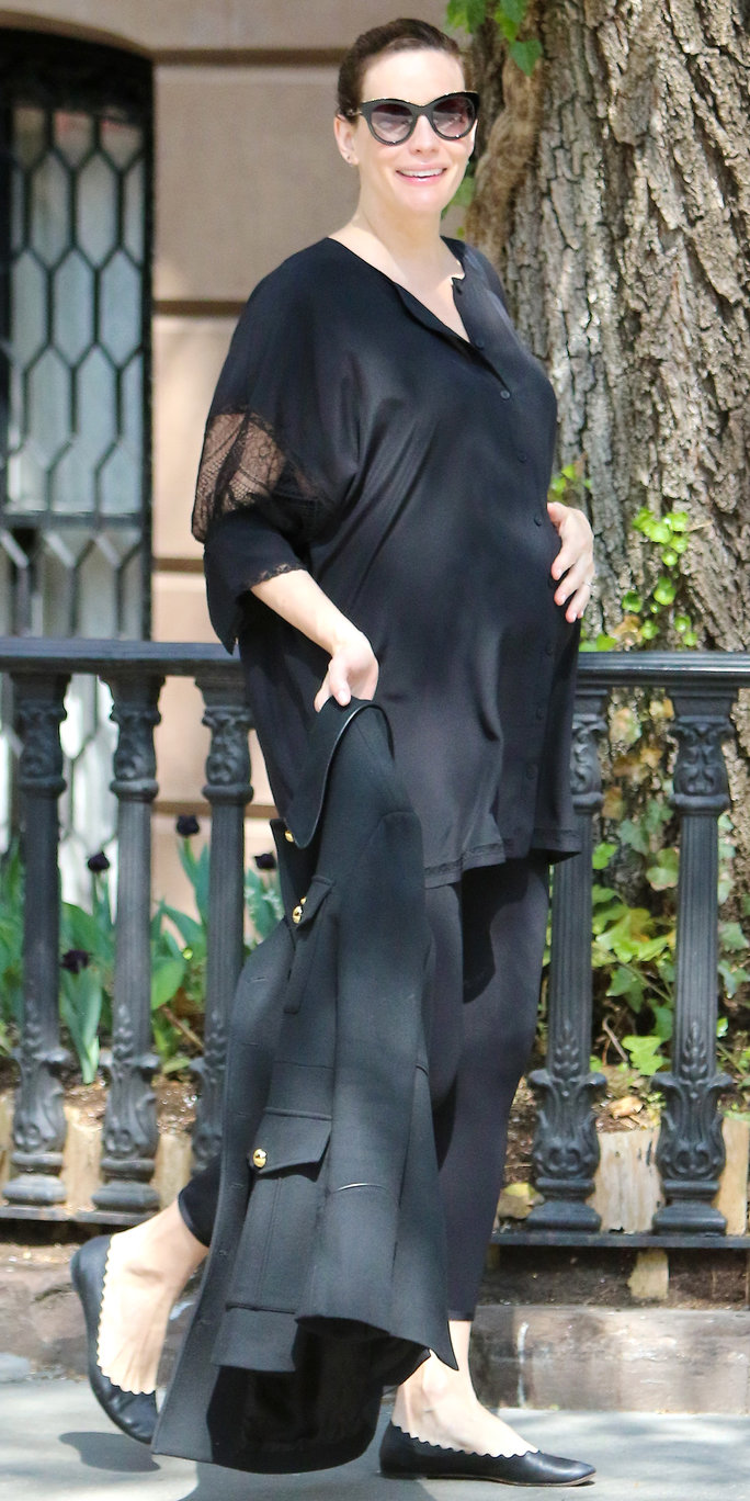 46c2a9be0cb Liv Tyler s Best Maternity Style Outfits