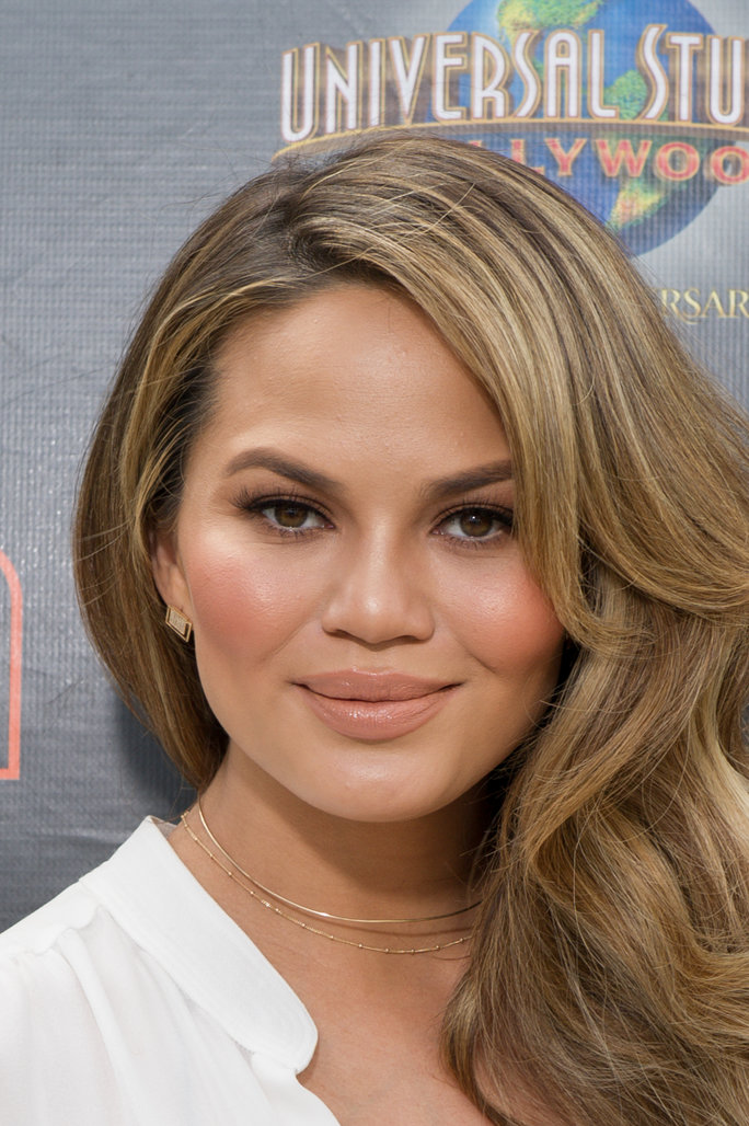 Chrissy Teigen Shares Honest Makeup-Free Selfie